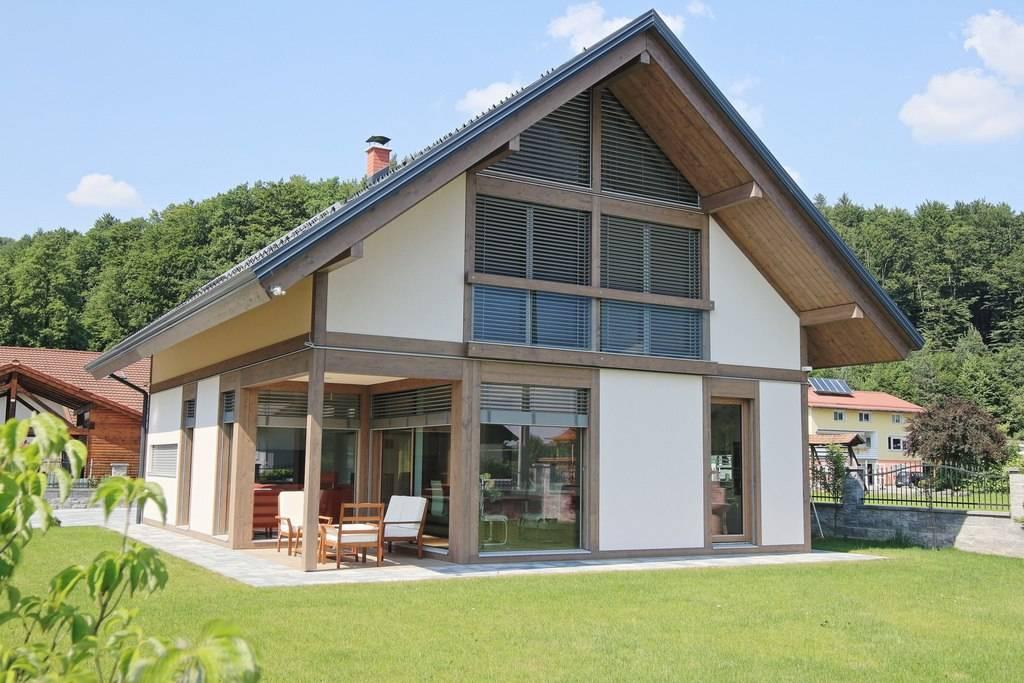 Holz glas hybrid fachwerkarchitektur f r traumhaus aus for Modernes haus glas
